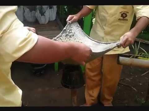 Pembuatan Pot Bunga Berbahan Dasar Handuk Bekas