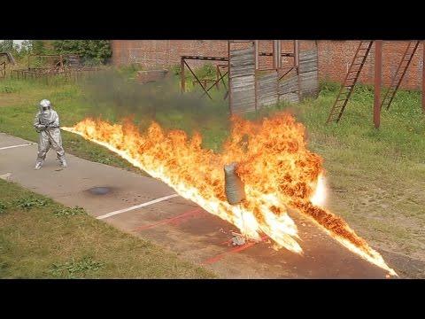 Реплика немецкого огнемета в действии. Nazi flamethrower replica in action