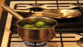 Salsa picante de tomatillo verde - Spicy Green Tomatillo Salsa