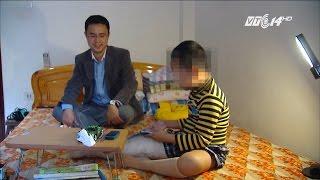 (VTC14)_Hành trình đi tìm sự thật của ông bố có con gãy chân ở trường