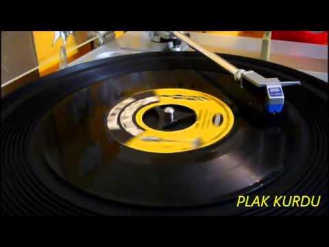 KARACAOĞLAN / CEM KARACA / 1967 ALTIN MİKROFON 45rpm Orijinal plak kayıt