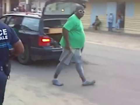 Haitiano contra police municipal(el machetero)