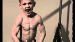 4 years old ! GIULIANO STROE INCREDIBBLE 30 HANDS STAND PUSH-UPS !.flv