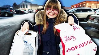 MY 9 YEAR OLD SISTER GOES ON A HUGE MALL SHOPPING SPREE 👱🏻♀️