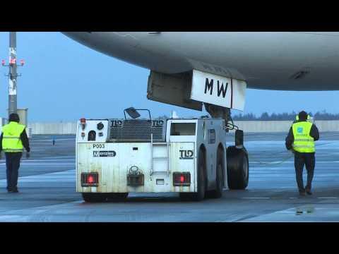 Boeing 777 Emirates in Prague, land, push back and take off..