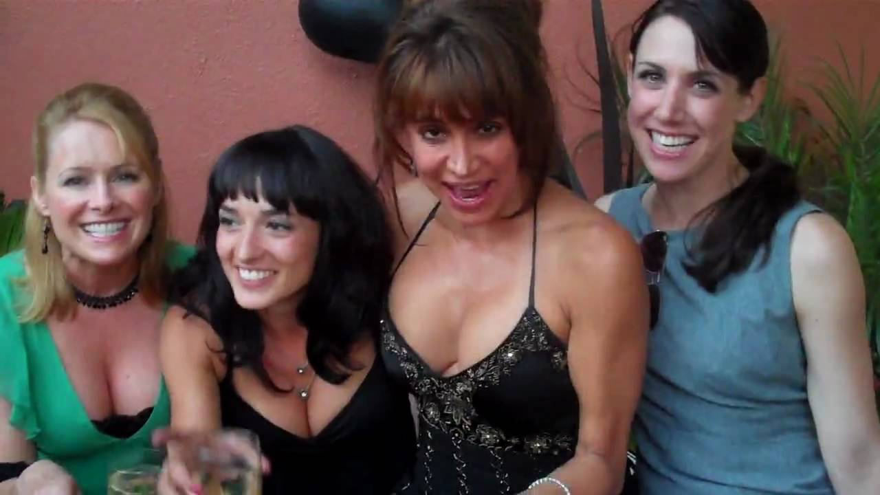 Darcy DeMoss Nude Photos 32