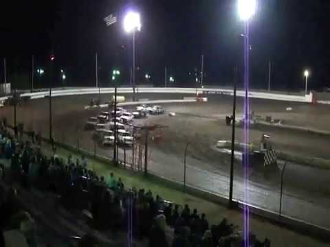 Sycamore Speedway 2010 - Crash and Wannabe Fight!!!