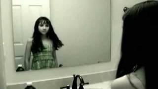 بنت في الحمام