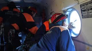 Спасатели ищут пропавшего в горах туриста.