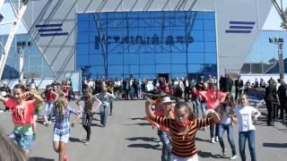 Магнитогорск  Флеш моб по русски  'Валенки' Руслановой  9 мая 2014 года  Гостиный двор(, 2014-06-05T17:17:16.000Z)