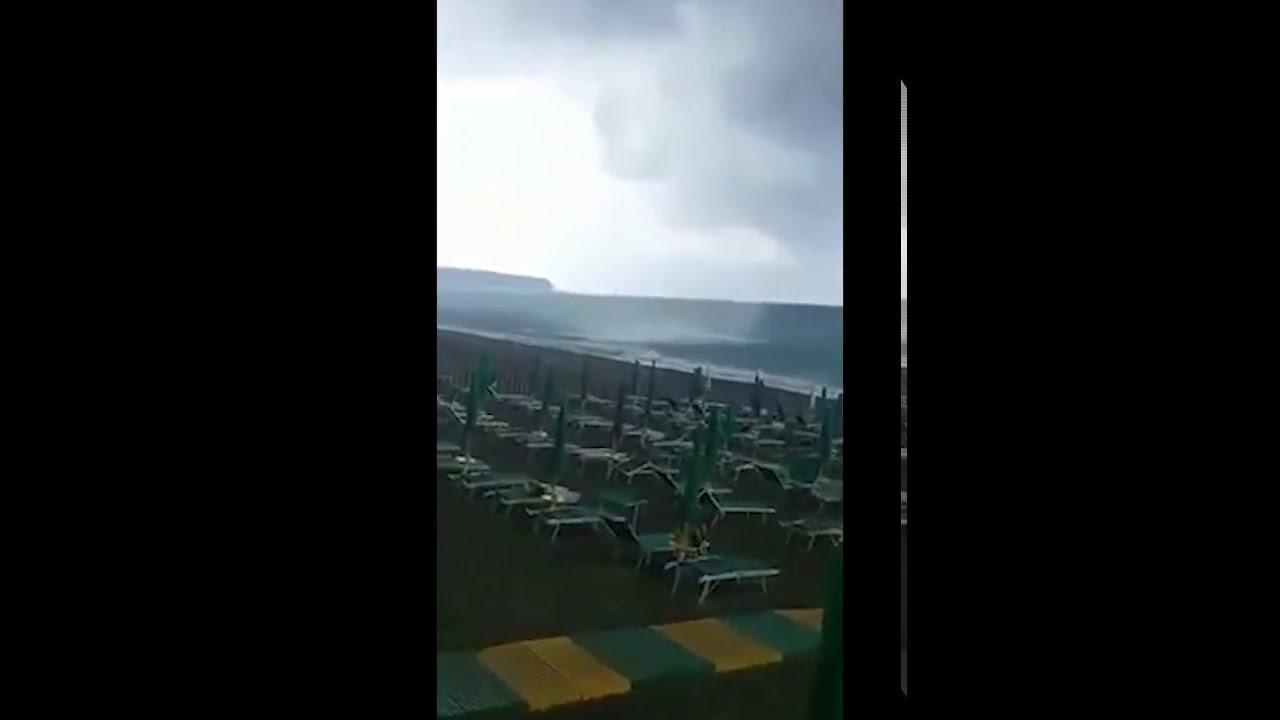 Quello che ha visto in spiaggia non poteva non essere filmato!!!