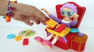 TotoyKids Jugando a No Asustes a la Abuela!!! Niños contra Niñas!!! Quién crees que ganará???