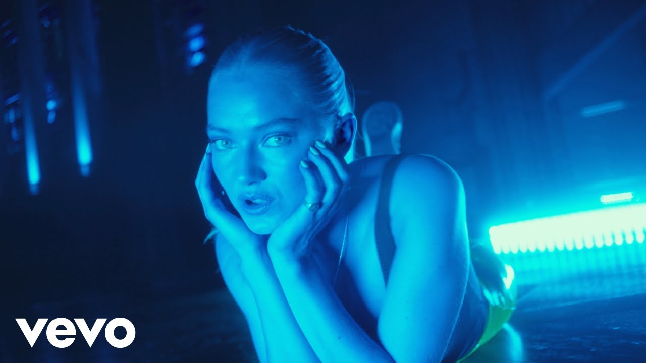 Astrid S - Marilyn Monroe (Official Music Video)