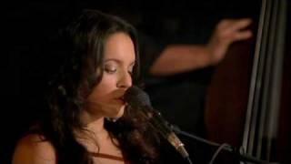 Carnival Town - Norah Jones (HQ)