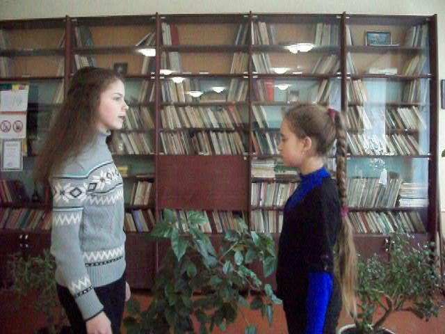 Изображение предпросмотра прочтения – «Сестренки» читают произведение «Любопытный» И.А.Крылова