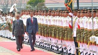 Presiden Jokowi Disambut Upacara Penyambutan Resmi di Malaysia, Putrajaya, 9 Agustus 2019