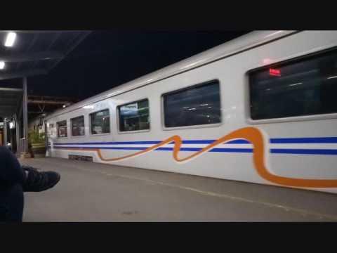 Kumpulan Kereta Malam Di Stasiun Bekasi Jilid 2 : Yang Ngebut Ada Yang Pelan Ada