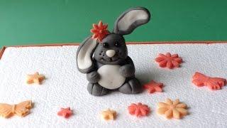 Фигурки из мастики для торта.  Лепим зайчика(Как сделать из мастики фигурку зайчика своими руками. Как сделать пищевой клей: http://youtu.be/jKND2eCtWBk ----------Ссылк..., 2014-09-29T20:20:39.000Z)