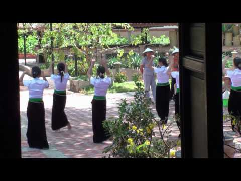 Điệu múa dân tộc thiểu số