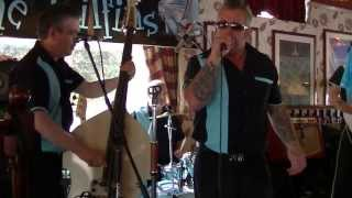 00008  THE Tailfins at rockers reunion skegness   with little rockers Jax