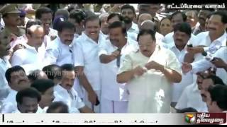 Duraimurugan imitating the speaker in conducting a mock assembly draws laughter