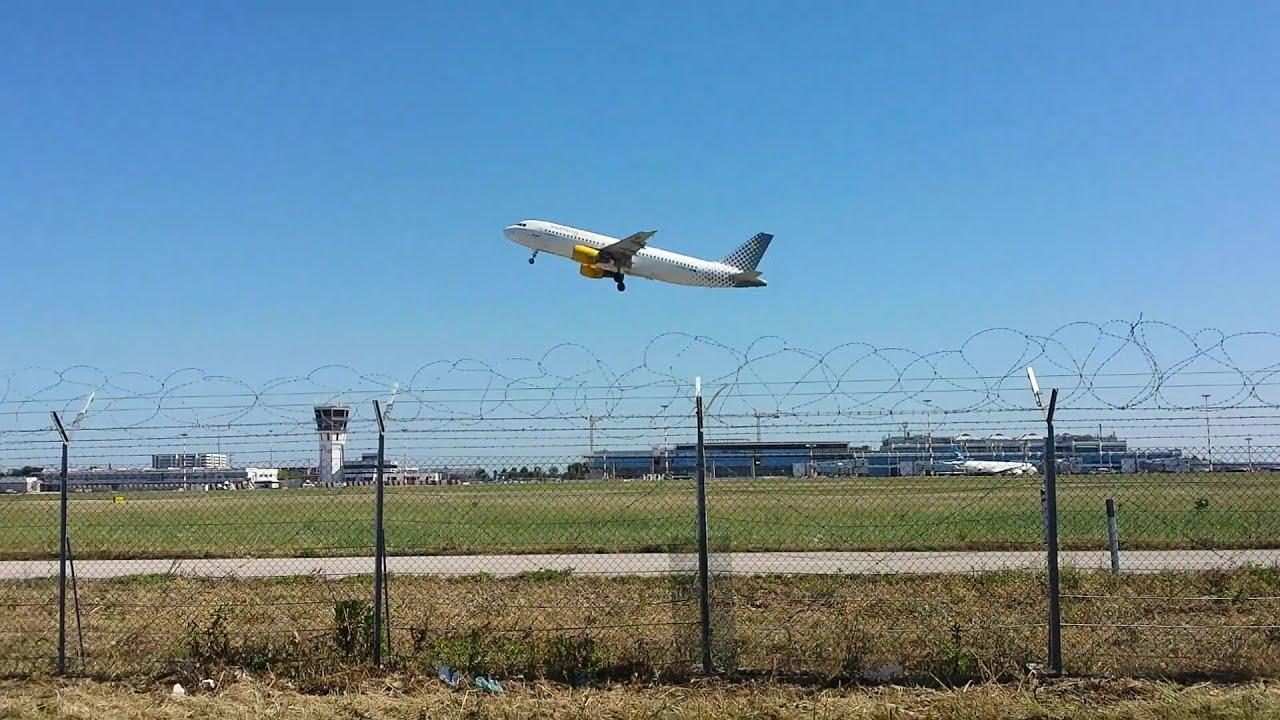 Aeroporto Bari : Aeroporto bari decollo a vueling pista youtube