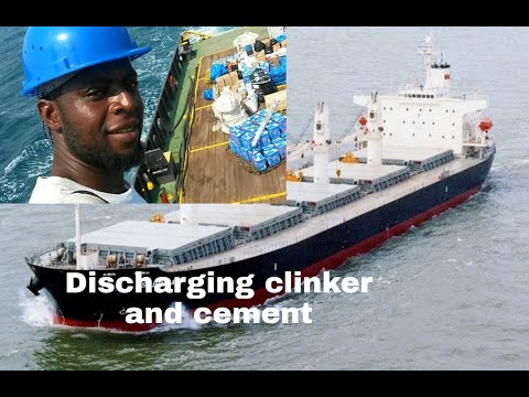 TOGO AFRICA , PORT OF LOMÈ BERTH OF SHIP DISCHARGING OF CARGO , CLEANING OF HATCHES.