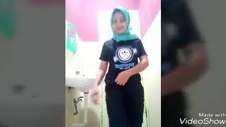 Download lagu Lepas jilbab pamer toket gede MP3
