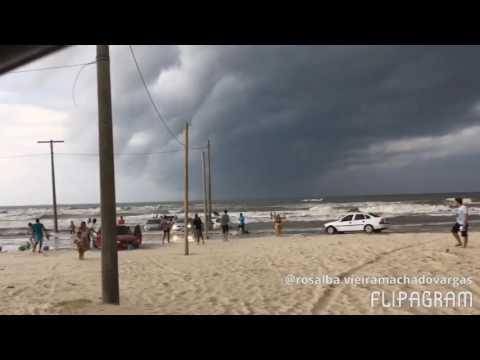 Momentos de TENSÃO do TEMPORAL na Região sul de SC .Tsunami no BRASIL , arrasta carros para o mar !