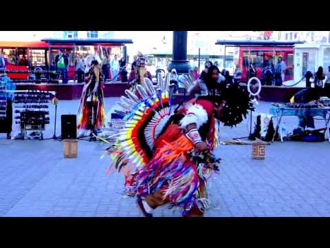 American  indian Dance Music . Ecuador . Musical street performance .