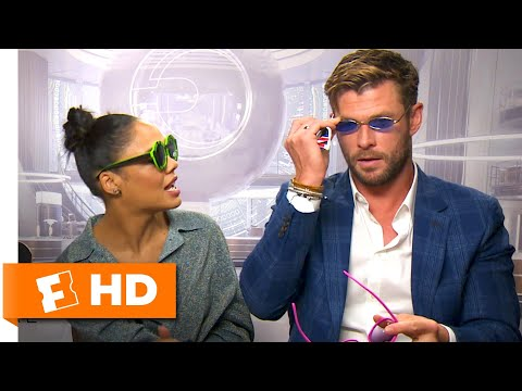Chris Hemsworth & Tessa Thompson Pick New MIB Agent Shades | 'Men in Black: International' Interview