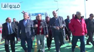 بالفيديو: الفريق مهاب مميش خلال التشغيل التجريبي لكوبري النصر ببورسعيد