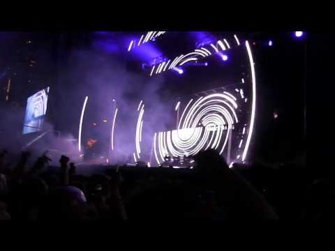 "Calvin Harris @ Lolla '14- ""Summer/ Eat Sleep Rave Repeat/ Love Me Again"""