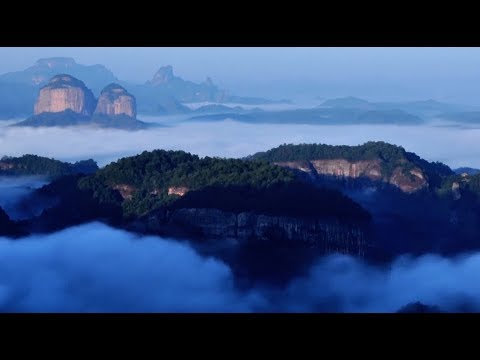 China's Danxia Mountain Geopark Sees Tourists from around Globe