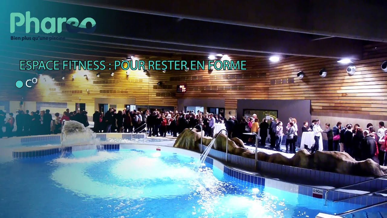 La piscine phar o youtube for Center parc piscine