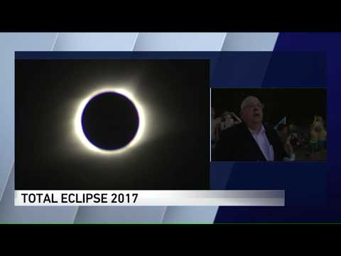 Tom Skilling gets emotional watching eclipse in Carbondale, IL