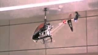 Видео обзор детская игрушка Вертолет на радио управлении (kidtoy.in.ua)(Вертолет радиоуправление, гироскоп, аккумулятор, 3-х канальный пульт ДУ, метал+пластик, в коробке Длина:..., 2013-11-03T17:40:22.000Z)