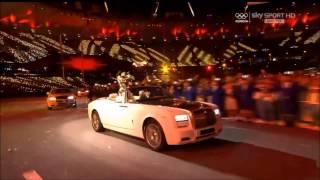 Jessie J performs Price Tag at Olympics Closing Ceremony.