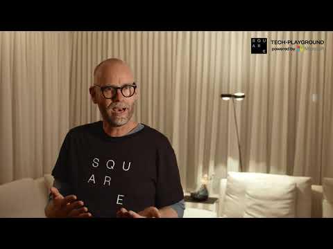 Dr. Uve Samuels erklärt den SQUARE Tech-Playground powered by Microsoft im Hamburger Ding