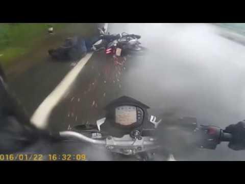 How abs saved my life. Anti lock braking system. Bajaj pulsar crash infront of me