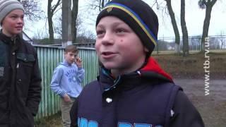 П'ятикласник Сашко їздить до школи через поля на вірному коні Борисі