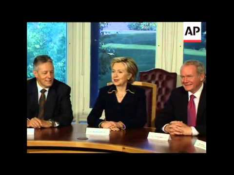 US Secretary of State Clinton holds roundtable talks