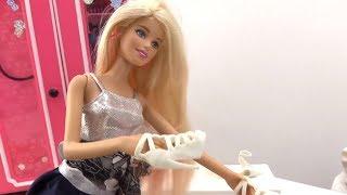 Играем в куклы: выбираем обувь Barbie! Игры с Барби