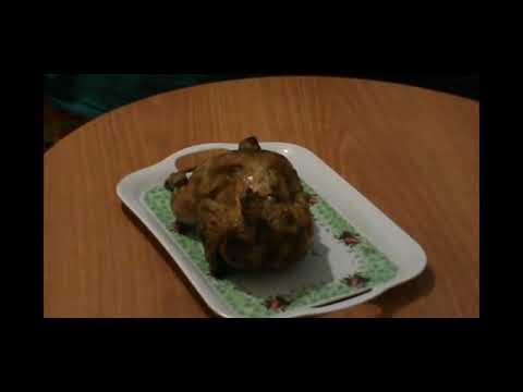 видео: Курица запеченная на бутылке