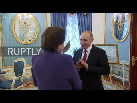 Russia: Putin congratulates world