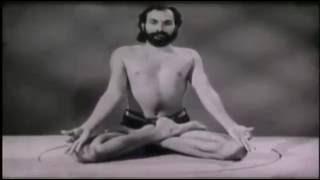 Сукшма Вьяяма (русский перевод фильма), где Дхирендра Брахмачари и ученики показывают асаны