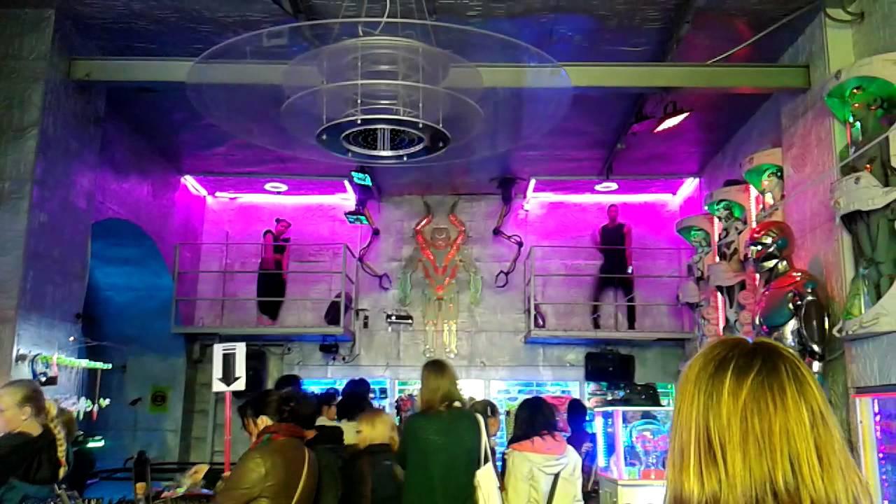 Cyberdog London Camden Town Dancer inside - YouTube 936bf9d0c