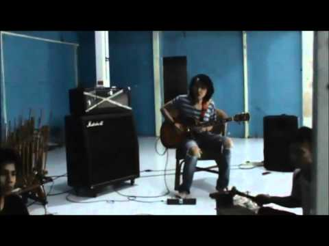 Amazing.... cover mars slanker by MarGe Sesi latihan + Angklung