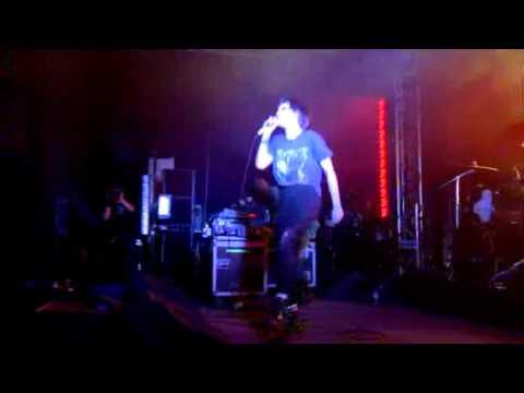 Crystal Castles - Air War Live at Reading Festival 2011