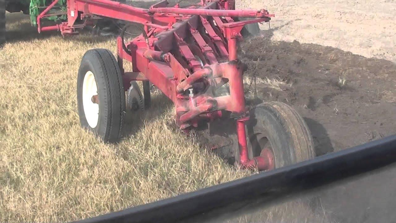 John Deere 345 >> John Deere 7330 Plowing with Massey Ferguson 880 - YouTube